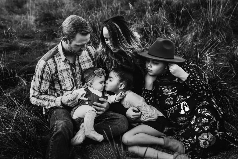 lifestyle family session with lots of snuggles and giggles spring photos