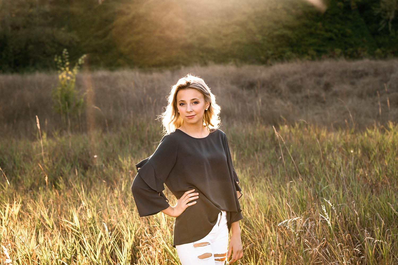 high school senior outdoor photo session, girl green shirt outdoor photo session